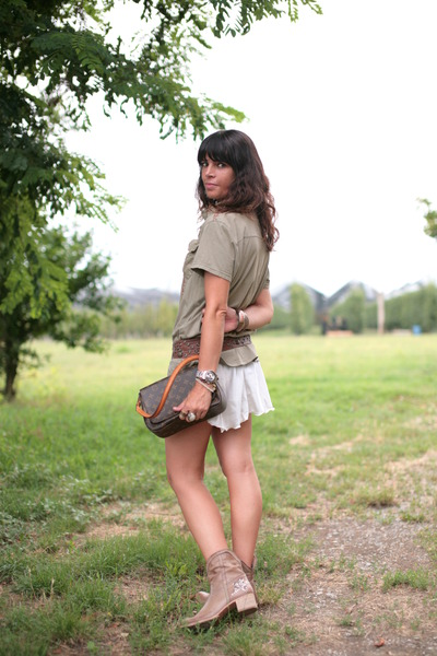 dark khaki no brand shirt - light brown vintage boots - light brown vintage bag
