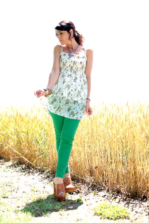 white ChiccaStyle top - chartreuse Zara pants - brown regina shoes clogs