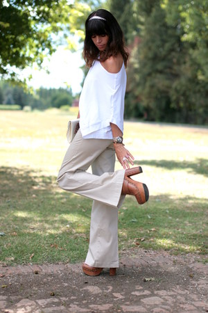 brown Regina clogs - off white vintage bag - tan vintage pants