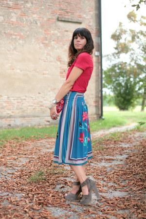 tan silk shoes - red liu jo t-shirt - blue vintage skirt