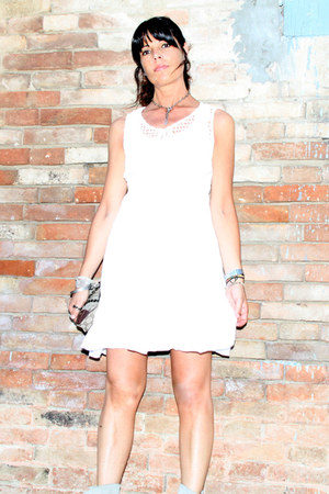white ChiccaStyle dress