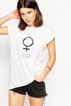 white chicnova t-shirt