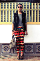 Forever 21 leggings - So FAB boots - vintage bag - HUE vest