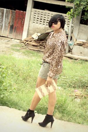 Parisians bag - SM shorts - Ray Ban sunglasses - thrifted blouse - SM belt - Par