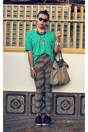 vintage shirt - So FAB shoes - SM leggings