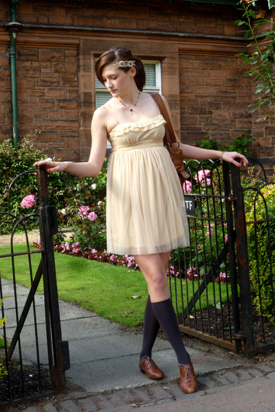 Beige-urban-outfitters-dress_400