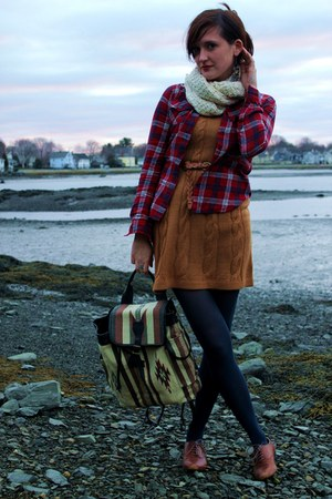 mustard knit Nordstrom dress - beige canvas Urban Outfitters bag