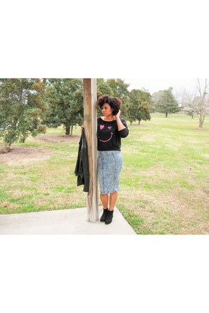black smile and wink Forever 21 sweatshirt - dark gray sued bootie unknown boots