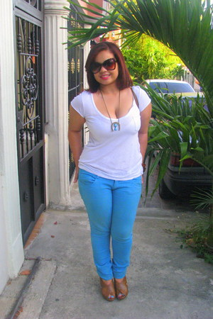 aquamarine turquoise Zara jeans - light brown cateye sunglasses - brown brown Pi