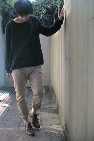 brown shoes - black H&amp;M sweater - beige pants