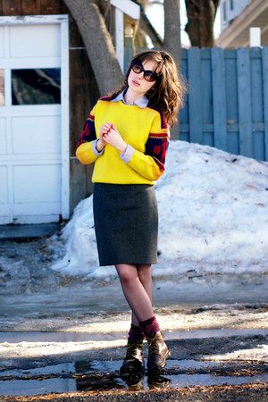 yellow ski vintage sweater - dark brown doc martens boots