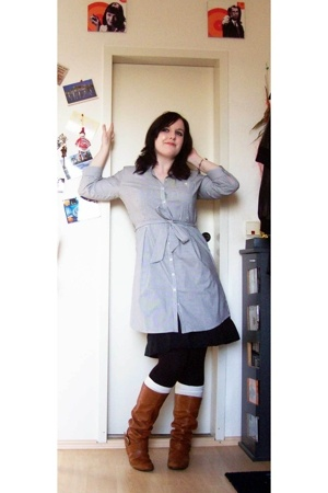 H&M shirt - Promod skirt - thrifted tights - thrifted socks - bullboxer shoes -