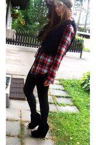 red H&M shirt - gray H&M top - black H&M leggings - black lindex vest - black Ca