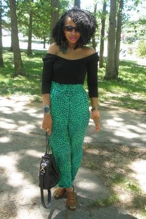 green vintage pants - black vintage purse - black H&M top - brown urban og shoes
