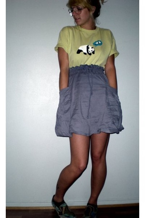 Enjoi t-shirt - H&M skirt