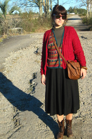 brown vintage boots - woolen vest - black high waisted skirt