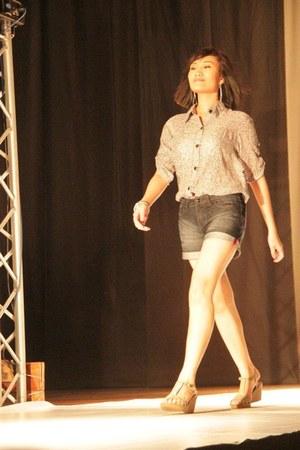 denim shorts Herbench shorts - chiffon Pixie blouse - Primadonna wedges