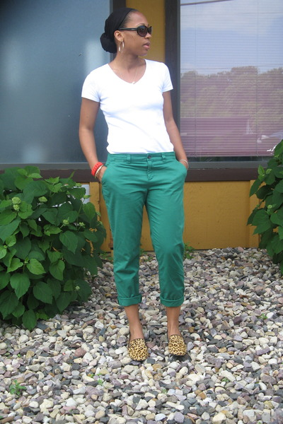 Green Cropped Chinos Gap Pants, White Vs, Neck Gap Ts, Shirts ...