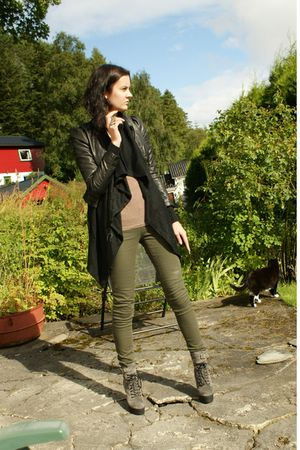 gray boots - green jeans - black jacket - black cardigan - brown t-shirt