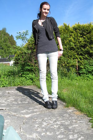 black jacket - gray top - blue jeans - black shoes