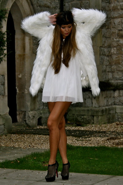 white Boohoo coat