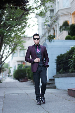 Chevalier tie - burgundy joseph abboud shoes - black Levis pants
