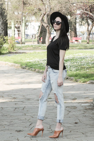 black t-shirt - ripped Zara jeans - H&M hat - cat eye asos sunglasses