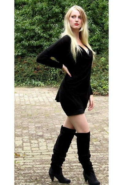 Shoes Women on Black H M Sweaters Black H M Skirts Sacha Boots Factory