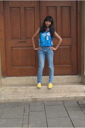 Keds shoes - blouse - jeans