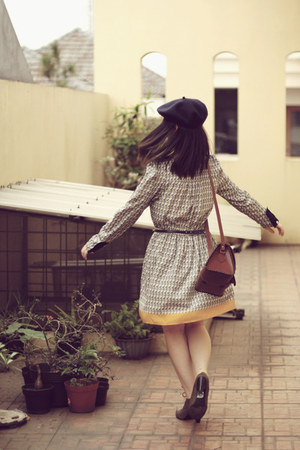 heather gray oxford Bata shoes - vintage Lily dress - navy beret hat