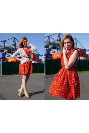 beige H&M cardigan - red bird print shikka london dress - tan chain Isola heels