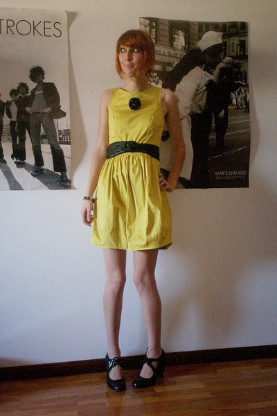 black second hand shoes - yellow Primark dress - black H&M belt