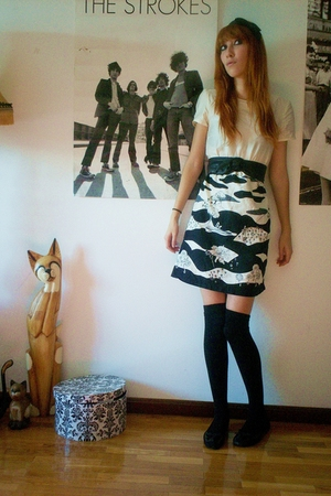 Secondhand dress - Calzedonia socks - H&M belt - Secondhand shoes