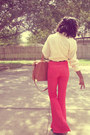 Yellow-blouse-brown-purse-cream-t-shirt-carrot-orange-pants