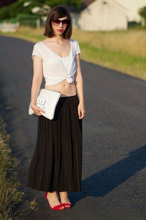 black vintage skirt - white Claire Beneteau bag - white H&M t-shirt