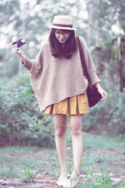 beige knitted sweater - ivory vintage shoes - crimson velvet vintage bag