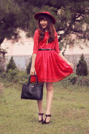red lace bonvieux dress - black leather Salvatore Ferragamo bag