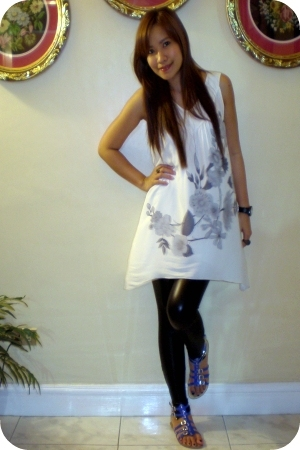 white thrifted oriental printed dress - black pvc leggings - blue Primadonna fle