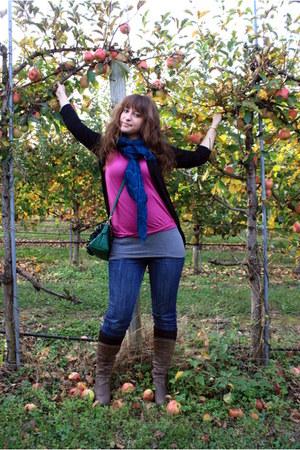Laila Rowe scarf - amethyst ann taylor t-shirt