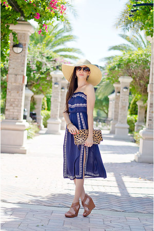 ASTR dress - Clare Vivier purse - Jessica Simpson wedges