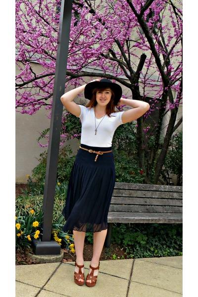 black pleated vintage Ralph Lauren skirt - black wool SCALA hat