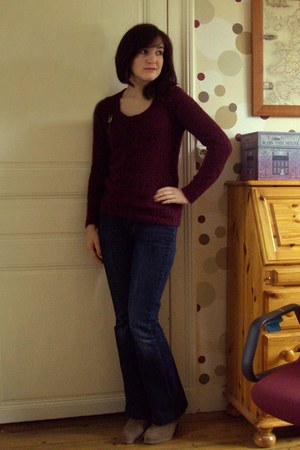 maroon mim sweater - bronze Bonobo accessories - camel next heels