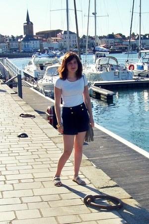 beige H&M bag - navy A wear shorts - gold H&M bracelet