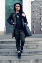 black Wild World Shop boots - olive green New Yorker coat