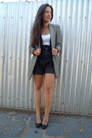 gray Arabella Ramsey blazer - black Cue shorts - black Sportsgirl vest - black D