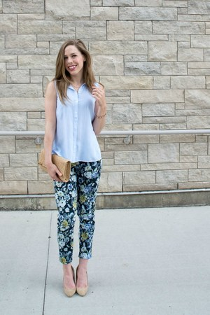 tan bamboo H&M purse - navy cropped floral Smart Set pants - sky blue H&M top