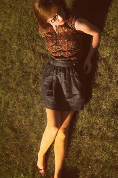 H&M shirt - forever 21 skirt - We Love Colors tights - Blowfish shoes