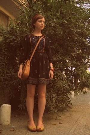 Zara dress - Secondhand purse - Kenneth Cole Reaction shoes - Etsy accessories