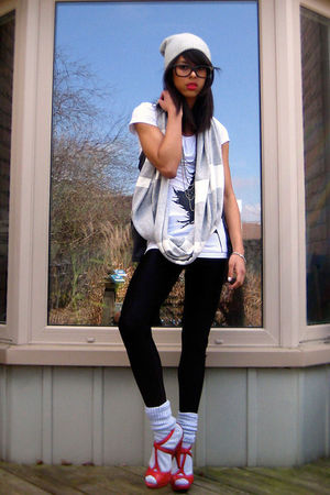 Silver-hat-white-shirt-silver-scarf-black-leggings-silver-socks-red-sh