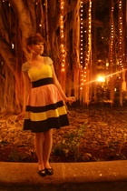 yellow modcloth dress - black Bona Drag shoes